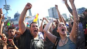 Demonstranten auf der Istiklal-Straße in Istanbul am 6. Juli 2013; Foto: BULENT KILIC/AFP/Getty Images