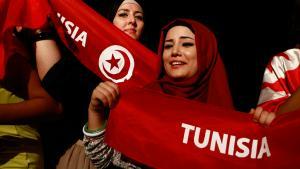 Frauen mit Kopftuch demonstrieren in Tunis; Foto: Reuters