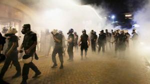 Türkische Anti-Aufstandseinheiten feuern Tränengas in Istanbul, um den Gezi-Park zu räumen; Foto: Reuters