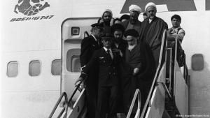 Ayatollah Khomeini bei seiner Ankunft am 1. Februar 1979 im Iran; Foto: © Getty Images/Afp/Gabriel Duval