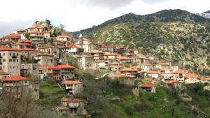 Die griechische Stadt Dimitsana; Foto: Fotalia/Dimitrios Rizopoulos