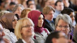Muslimische Frauen verfolgen am 30.10.2012 eine Feierstunde in der Westfälischen Wilhelms-Universität in Münster; Foto: dpa/picture-alliance