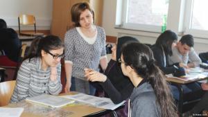 Schüler und Lehrer im Türkisch-Unterricht; Foto: Andrea Groß