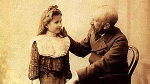 Porträt vom türkischen Künstler Osman Hamdi Bey mit seiner Tochter Nazlı; Foto: Cretanforever