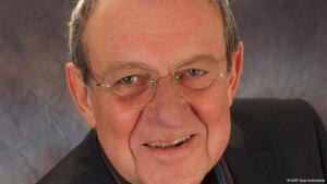 Dr. phil. Werner Ruf, bis 2003 Professor an der Universität Kassel, ist Politologe und Friedensforscher. Er hat mehrere Bücher veröffentlicht, auch über Algerien.