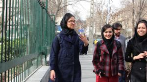 Iranische Studentinnen der Uni Teheran; Foto: Massoud Schirazi