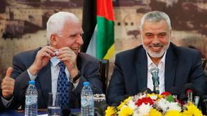 Hamas-Chef Ismail Hanija (r.) und Fatah-Vertreter Azzam al-Ahmed in Gaza-Stadt nach der Versöhnungsvereinbarung am 23. April 2014; Foto: Reuters