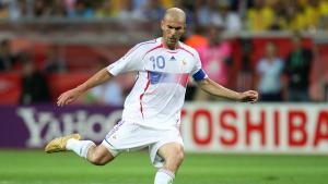 Zinedine Zidane während der Fussball WM 2006 im Viertelfinale beim Spiel Brasilien gegen Frankreich; Foto: picture-alliance/Pressefoto ULMER