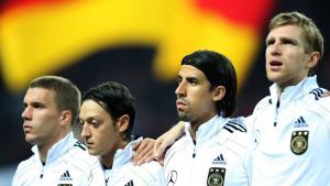 Fußballspieler Lukas Podolski (l.), Mesut Özil, Sami Khedira und Per Mertesacker; Foto: picture-alliance/augenklick/firo Sportphoto