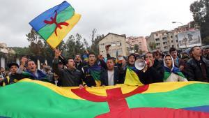 Kundgebung in Tizi Ouzou in Gedenken an den friedlichen Protest in der Kabylei im Jahr 1980; Foto: picture-alliance/dpa