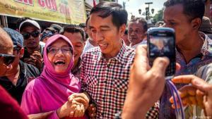 Präsidentschaftskandidat Joko Widodo volksnah; Foto: Getty Images