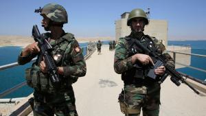Kurdische Peschmerga-Kämpfer bewachen den Mossul-Staudamm im Nordirak; Foto: Reuters