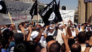 Anhänger der IS-Miliz in Mossul am 16. Juni 2014; Foto: AP/picture-alliance