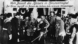 Kaiser Wilhelm II. auf Staatsbesuch bei Sultan Muhammad V. im Jahr 1917; Foto: picture-alliance/akg-images