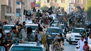 IS-Anhänger bei der Einnahme der Stadt Raqqa in Syrien; Foto: picture-alliance/AP photo