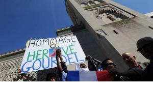 Genkveranstaltung vor der Großen Moschee in Paris für den von einer algerischen Dschihadistengruppe enthaupteten französischen Bergführer Hervé Gourdel; Foto: Reuters