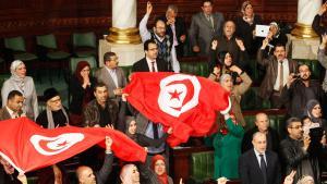 Abgeordnete im tunesischen Parlament nach der Annahme der neuen Verfassung am 26.01.2014; Foto: Reuters
