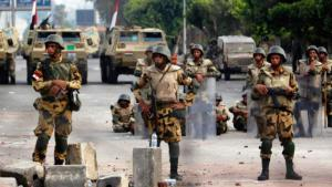 Ägyptische Soldaten an einer Straßensperre in Kairo; Foto: Reuters