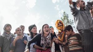 Eine Kurdin trauert um ihren Mann, der im Kampf für die YPG gegen den IS im Oktober 2014 in Kobanê getötet wurde; Foto: Furkan Temir