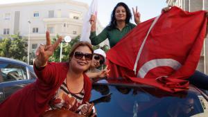 Anhänger der Nidaa Tounes am 28.10.2014 in Tunis nach dem Wahlsieg ihrer Partei; Foto: Reuters/Zoubeir Souissi