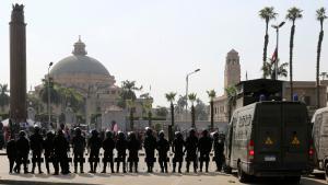 Anti-Aufstandseinheiten der ägyptischen Polizei vor der Kairo-Universität; Foto: Reuters
