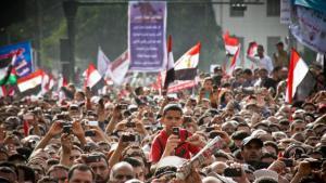 Demonstranten während einer Rede auf dem Tahrir-Platz, Kairo, 8. April 2011; Foto: © Mosa'ab Elshamy