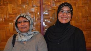 Die indonesischen Frauenrechtlerinnen Samsidar (l.) und Azriana Rambe Manalu; Foto: Christina Schott
