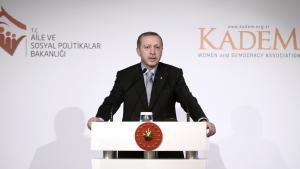 """Der türkische Präsident Recep Tayyip Erdogan während seiner Rede auf einer Veranstaltung der """"Women and Democracy Association"""" (KADEM) in Istanbul; Foto: picture-alliance-abaca"""