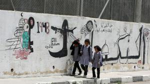 Palästinensische Schülerinnen aus Hebron auf ihrem Weg zur Schule; Foto:  HAZEM BADER/AFP/Getty Images