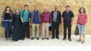 Prof. Dr. Jörg Kudla (2. v. r.) mit dem trinationalen Forscherteam beim Auftakttreffen in der palästinensischen Stadt Bait Dschala, die zwischen Jerusalem und Bethlehem liegt; Foto: WWU
