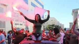 Anhänger von Nidaa Tounes jubeln nach dem Wahlerfolg ihrer Partei in Tunis; Foto: dpa