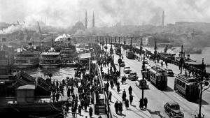 Galatabrücke, Istanbul, 1954; Foto: © Ara Güler