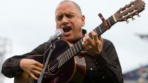 Der israelische Musiker David Broza am 29. Mai 2014 während eines Konzerts in Philadelphia, Pennsylvania; Foto: Mitchell Leff/Getty Images