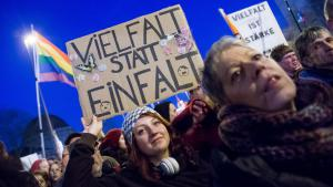 Protest gegen Pegida in Köln; Foto: picture-alliance/dpa/M. Hitij