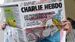 """Aktuelle Ausgabe des französischen Satiremagazins """"Charlie Hebdo"""" zeigt eine Karikatur von Michel Houellebecq; Foto: AFP/Getty Images"""