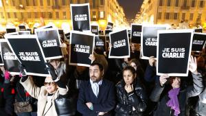 """Trauer in Nizza nach dem Anschlag auf die Redaktion """"Charlie Hebdo"""" ; Foto: AFP/Getty Images/V. Hache"""