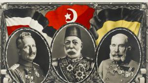 Postkarte aus dem Ersten Weltkrieg: Die Verbündeten Kaiser Wilhelm II. (l.), Sultan Mehmed V. (m.) und Franz-Joseph I. (r.); Foto: picture-alliance