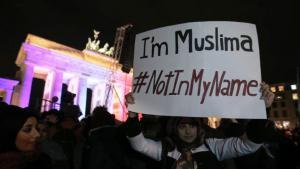 Mahnwache von muslimischen Frauen für Charlie Hebdo in Berlin; Foto: dpa
