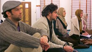 Juden und Muslime in der der Sehitlik-Moschee in Berlin-Neukölln; Foto: William Noah Glucroft