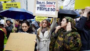 Eine von Amnesty International organisierte Kundgebung für die Freilasung des saudischen Bloggers Raif Badawi vor der saudischen Botschaft in Den Haag; Foto: Martijn Beekman/AFP/Getty Images