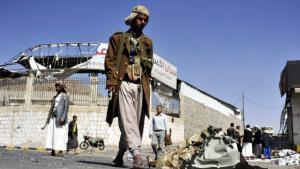 Schiitische Rebellen vor dem Präsidentenpalast in der jemenitischen Hauptstadt Sanaa; Foto: dpa