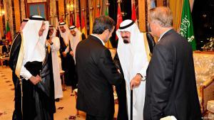 Saudi-Arabiens verstorbener König Abdullah und iranischer Ex-Präsident Ahmadinejad auf einem Gipfel des Golfkooperationsrats; Foto: Reuters