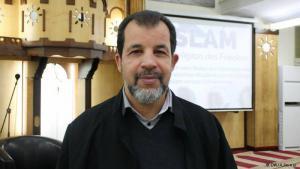 """Der Imam der """"Neuköllner Begegnungsstätte"""", Taha Sabri, predigt für den Frieden"""