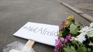 Trauerkundgebung in Kopenhagen für die beiden Männer, die am Wochenende bei Terrorangriffen in der dänischen Hauptstadt getötet wurden; Foto: AP