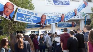 Israelische Studenten der Blich High School bei einer Wahlveranstaltung für Israels Ministerpräsident Benjamin Netanjahu in Ramat Gan am 22. Februar 2015; Foto: Getty Images/MENAHEM KAHANA