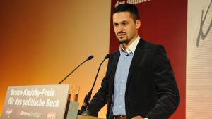 Rede des österreichischen Politologen Farid Hafez beim Bruno-Kreisky-Anerkennungspreis 2010; Foto: cc-by/Fatih Öztürk
