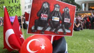 Proteste in Istanbul gegen die Pressezensur; Foto: picture-alliance/AP Photo
