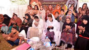 Gedenken an die Opfer des Taliban-Anschlags auf eine Militärschule im Dezember 2014 in Peshawar, Pakistan; Foto: DW/F. Khan