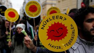 """Atomkraft? Nein, danke!"" - Anti-AKW-Proteste in Istanbul; Foto: Reuters"