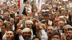 Anhänger von Jemens Ex-Präsident Ali Abdullah Salih demonstrieren am 13.05.2015 in Sanaa; Foto: Reuters/Mohamed al-Sayaghi